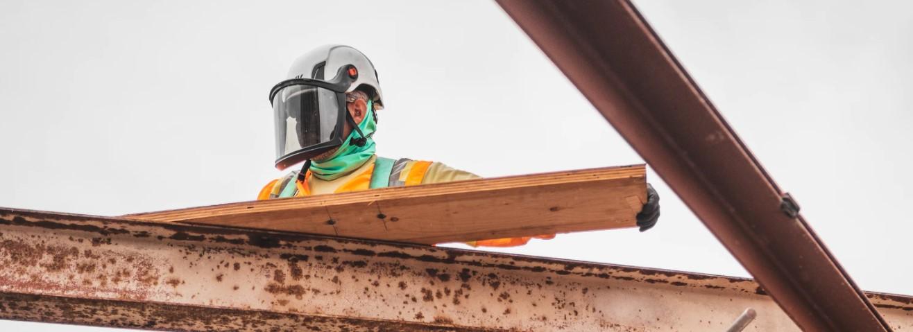 Gogle ochronne jako element wyposażenia pracownika